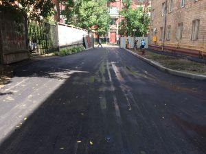 Ukladka-asfaltavo-dvore-universteta-itog