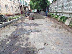 Ukladka-asfaltavo-dvore-universteta