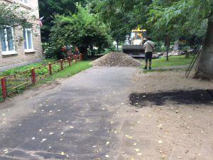 Ukladka-asfalta-na-territorii-detskogo-sada